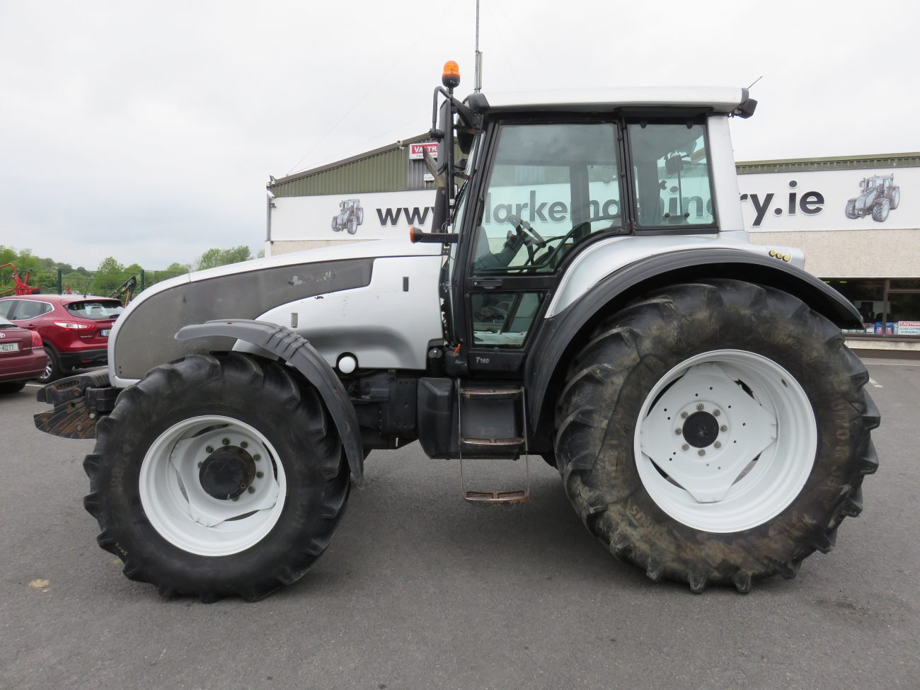 Tractor Front Suspension : Valtra t tractor c w front suspension clarke machinery