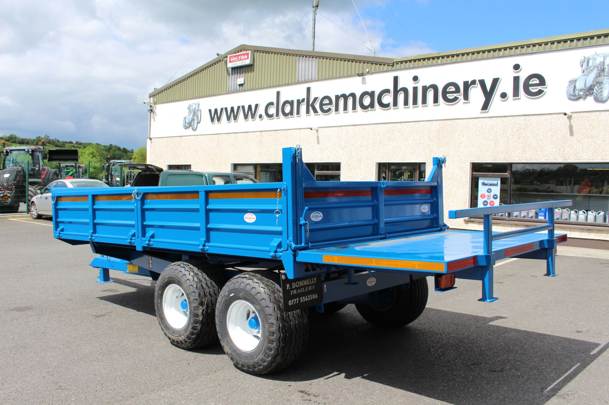 Donnelly tipping trailer with bale extension