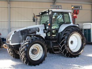 Valtra T190 tractor