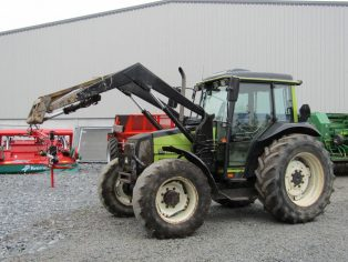 Valtra 900 with front loader