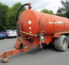3000 gallon vacuum slurry tanker