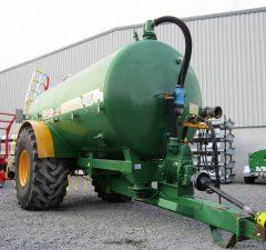major 2400 gallon vacuum tank with dribble bar